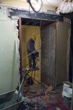 arreglos-en-sala-y-palcos-2008-001-muro-historico-roto-por-master-plan.jpg